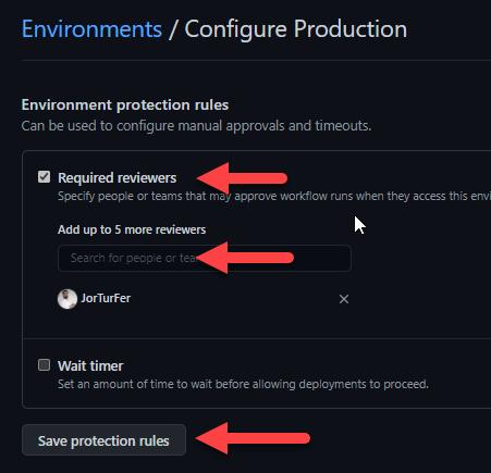 La imagen señala como añadir aprobación manual a Github Actions. Señala el check 'Required reviewers', el campo de entrada y el botón 'Save protection rules'