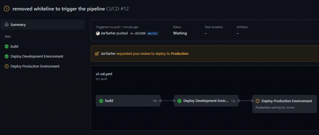 La imagen muestra una etiqueta amarilla donde dice: 'JorTurFer requested your review to deploy to Production'